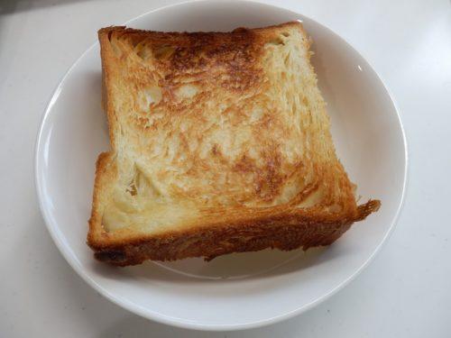 まずはバター無しにしてトースターで焼き